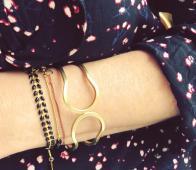 Elle armband met emaille blaadjes zwart goudkleurig